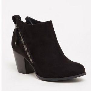 Torrid- Black Double Zipper Booties